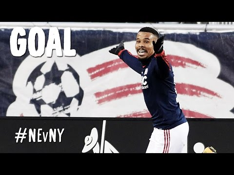 GOAL: Charlie Davies bangs in his second of the match | New England vs. New York