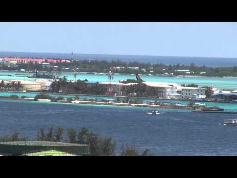 Singapore Airlines jet landing Maldives Airport