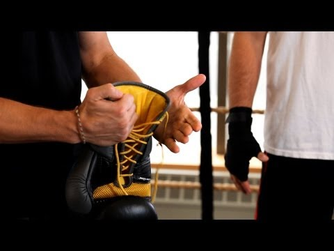 how-to-glove-up- -boxing-lessons