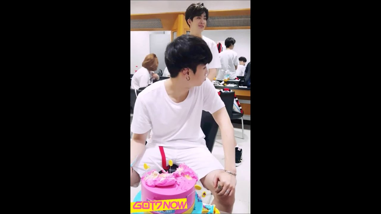 Download [ENGSUB] 150726 GOT7 NOW - JB, today I am gonna eat a cake! Oh!