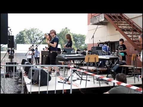 KUD Coda - Helter Skelter (The Beatles cover) - Beatli na strehi (rooftop concert)