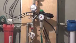 Установленные счетчики на воду, магистральные фильтры и инсталляция в квартире