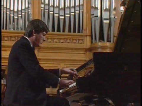 Boris Berezovsky plays Tchaikovsky Piano Concerto no. 1 - video 1990