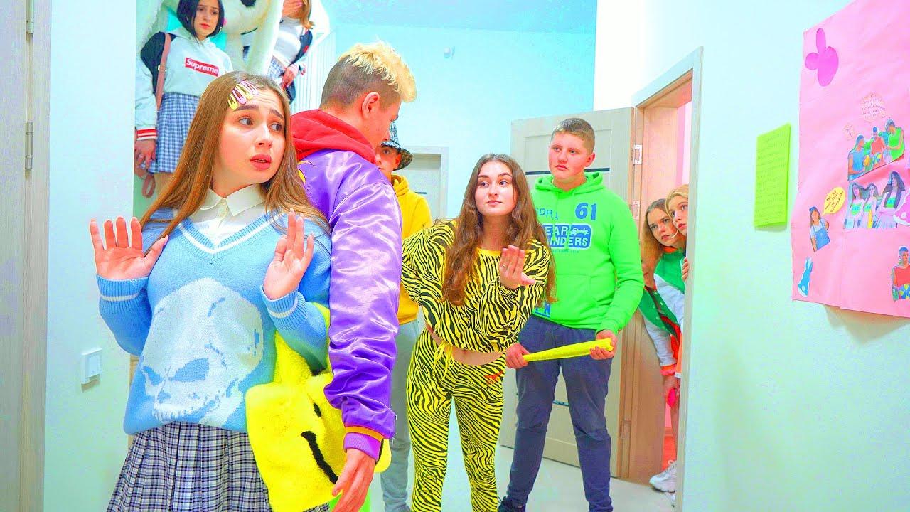 ¡Diana no esperaba el acto mezquino de sus amigos! ¡Mala pandilla en la escuela de Cheerleaders!