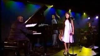 Nikki Yanofsky sings Over the Rainbow