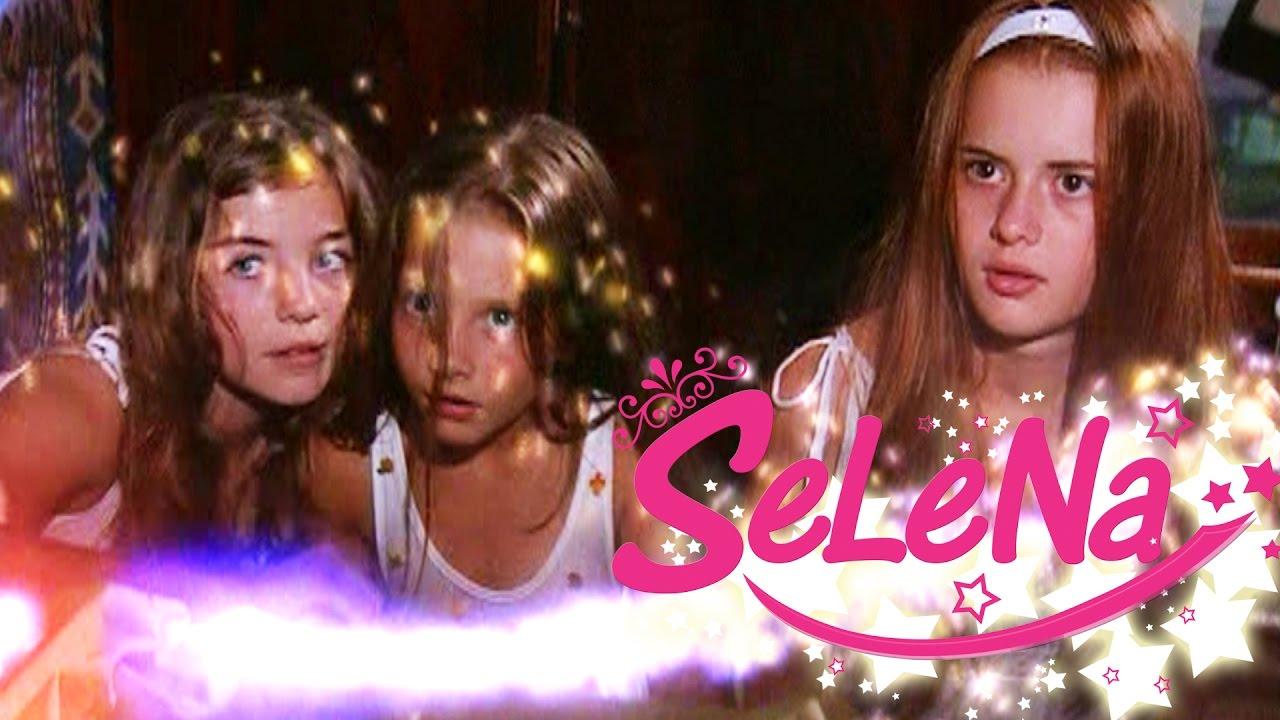 Selena kızlara özel güçlerini öğretiyor!