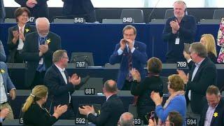 """Europa-Abgeordneter spielt """"Ode an die Freude"""" auf Mundharmonika"""