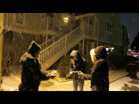 Asians See Snow For the First Time!