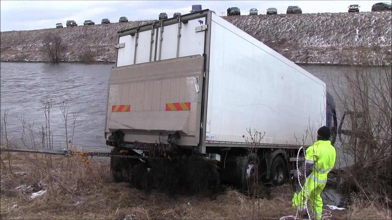 Грузовой эвакуатор, Спасение грузовика из реки.