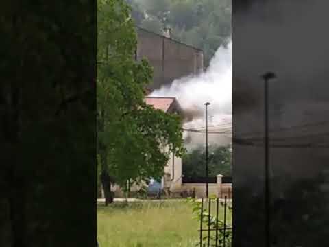 Un rayo desata un incendio en la subestación de Naturgy en Baralla y deja sin luz a 200 vecinos