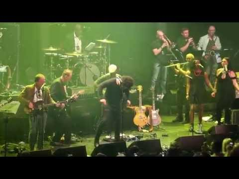Ginger Baker gets angry during Sunshine Of Your Love, Jack Bruce tribute