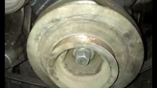 Как открутить болт шкива коленвала на Хонде (Honda)