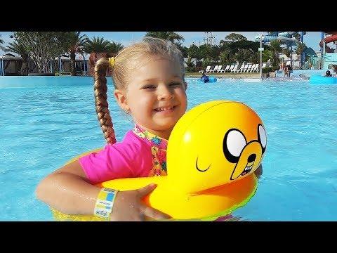 Diana e Papai no parque aquático