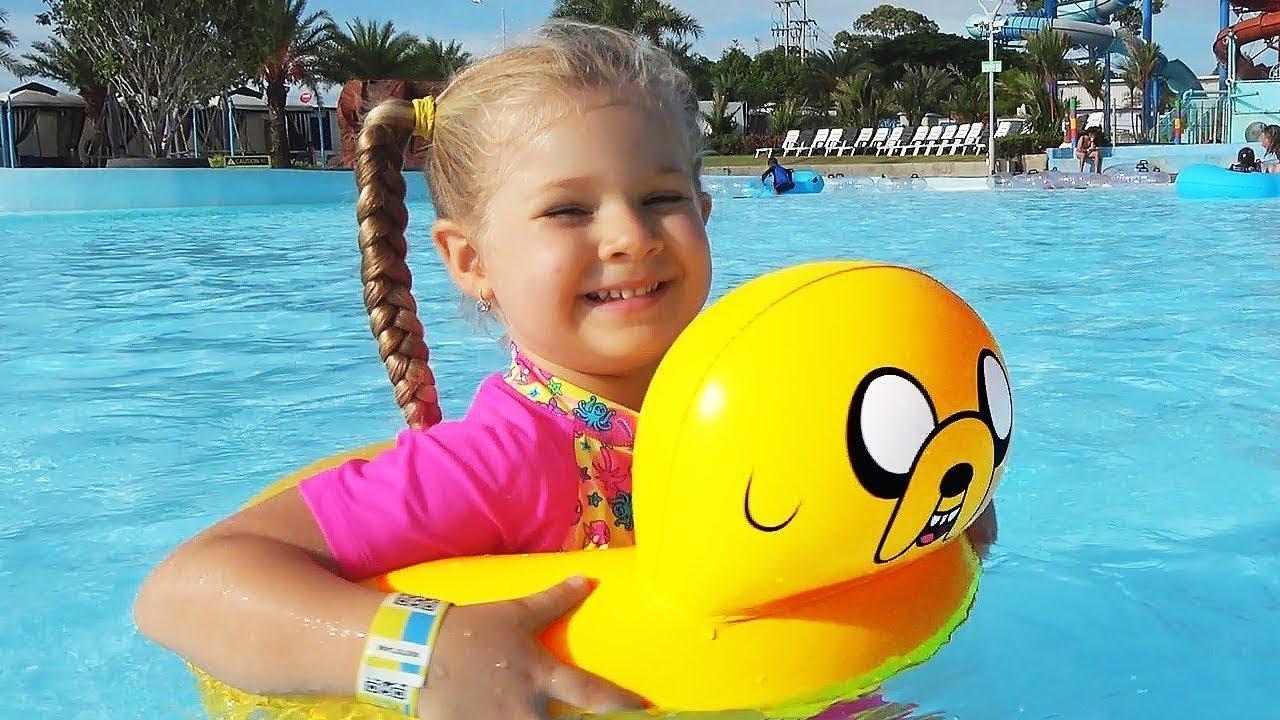 Download Diana e Papai no parque aquático