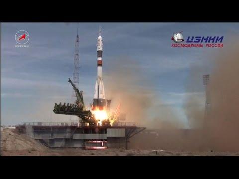 Espace : un Russe et un Américain en route vers l'ISS