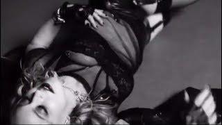 Мадонна выложила очень соблазнительное видео