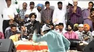 Money rain on satinder sartaj by Baba gurdas maan live in nakodar