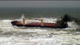غرق 3 أشخاص وفقدان 8 آخرين في غرق سفينة في البحر...