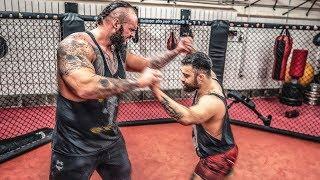 Riesiger Bodybuilder vs Ringer! Das heftigste Sparring! / Stofftiere