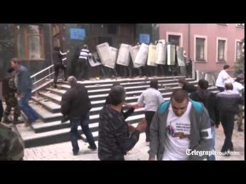 Violent clashes as pro-Russia militants storm government building