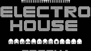 E-Bonit - Electrocity Bitch (Beattraax Remix)