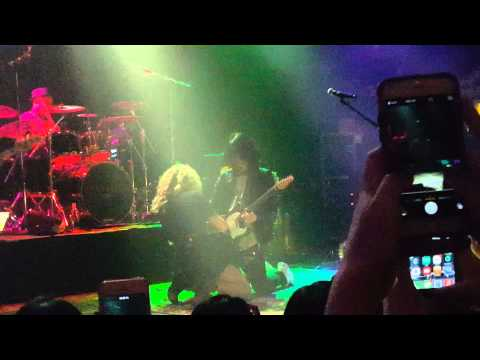 Tori Kelly Duel Guitar Solo (Should Have Been Us)