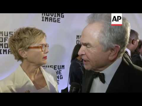 Warren Beatty, Annette Bening walk red carpet, talk about meeting on 'Bugsy' set