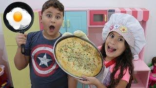 MARIA CLARA É COZINHEIRA POR UM DIA NA COZINHA DE BRINQUEDO ♥ Pretend Play Cooking Cute Kitchen Toy