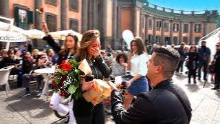 Flash Mob - NAPOLI (MAURO+NUNZIA) #puortemeluntano #mariorea