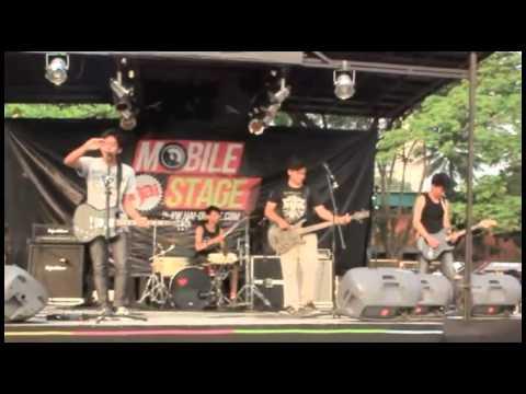Hoffen - kembali live @ jakcloth (Hai Mobile Stage) 2012