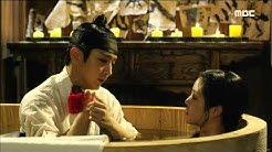 [Scholar Who Walks The Night] 밤을 걷는 선비 10회 - Lee Joon-ki give Lee Yu-bi a bath    20150806