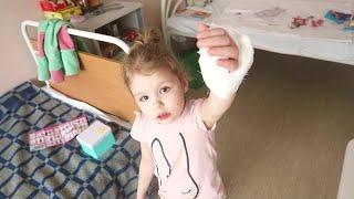 vlog Вернулась в больницу, обзор палаты, игрушки мамы - Senya Miro