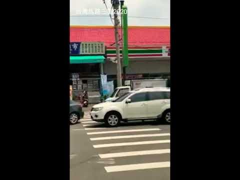 疑似行車糾紛 男子拿呂棍砸白車車窗[台灣馬路三寶]