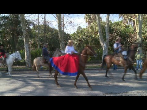 Gauchos parade in Uruguay's capital on Constitution Day | AFP