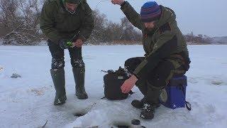 Рыбалка на ЗДОРОВЫХ РОТАНОВ ГЛОТАНОВ со льда! Подводная съёмка поклёвок!