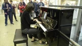 Playing Nothing Else Matters on Elton John's piano at St. Pancras Station - London