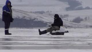 Ловим окуня зимой на твистер