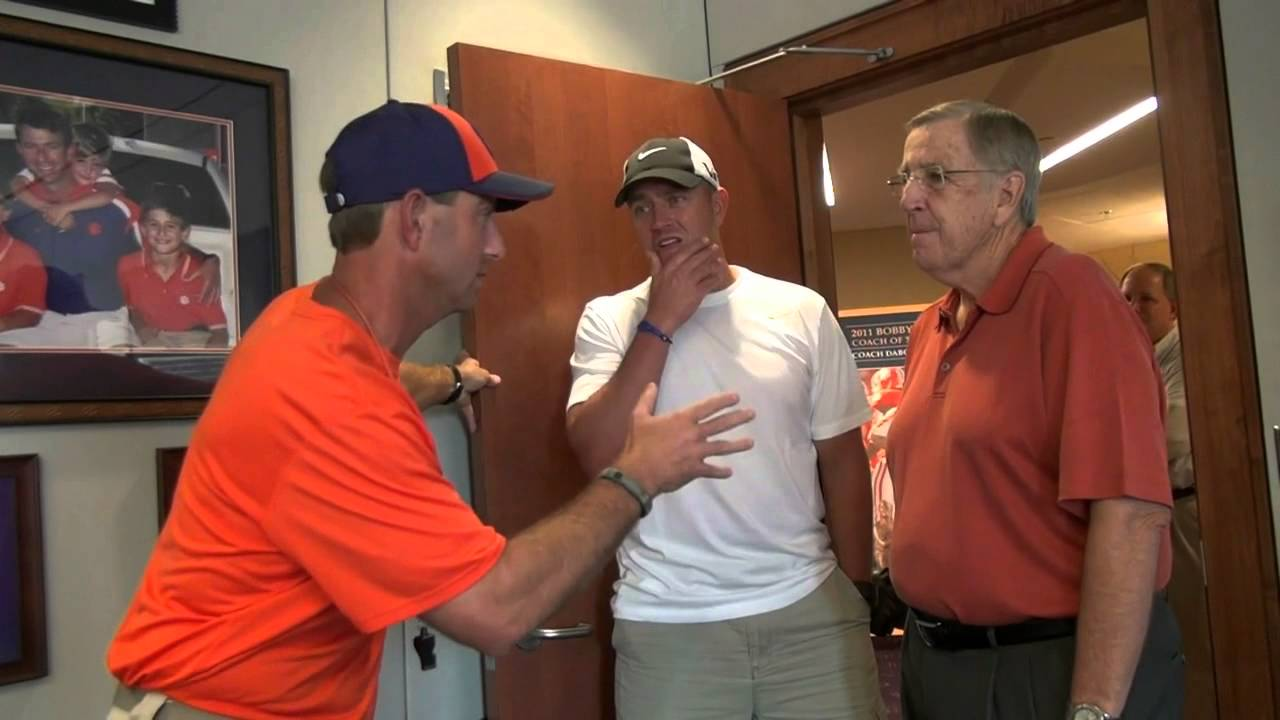 Musburger Swinney Kirk  Brent visits Dabo with and