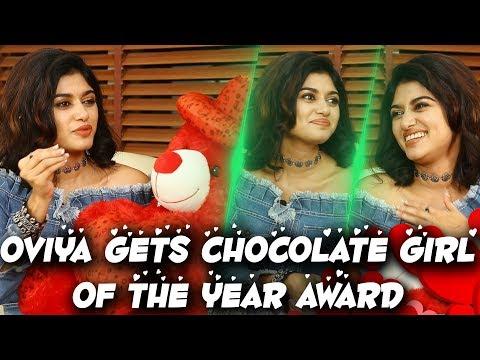 Oviya Gets Chocolate Girl Of The Year Award | Oviya Celebrates With Her Fans