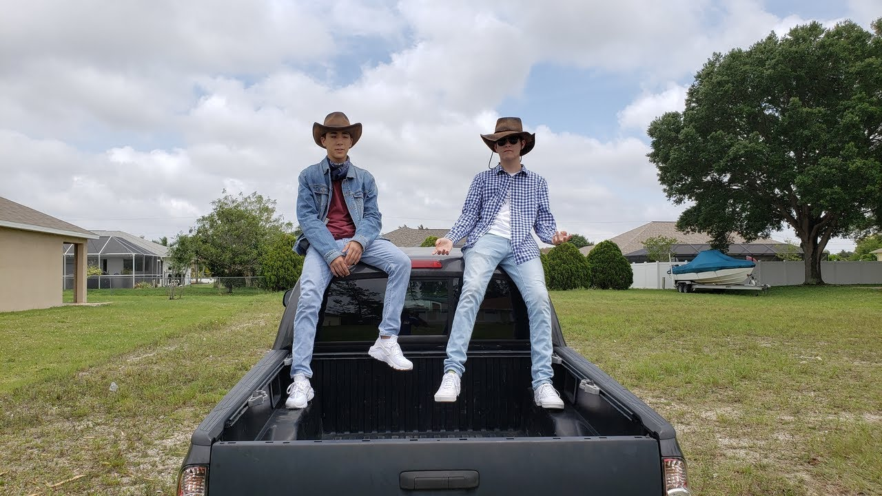Download Lil Nas X - Old Town Road (ft. Billy Ray Cyrus) [Fan Music Video] (DIR. BY Sushi)