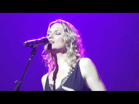 "Jennifer Nettles - ""Unlove You"" (Live in Boston)"