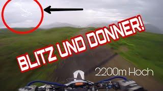 RAW   Auf 2200m Berg mit Blitz und Donner   mit Supermotos 😱   (LEBENSGEFÄHRLICH)