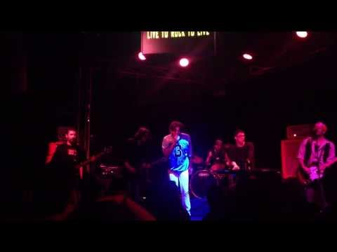 Live LICKS - Gimme Shelter  (trecho) 17/08/2013 - Manifesto BAR