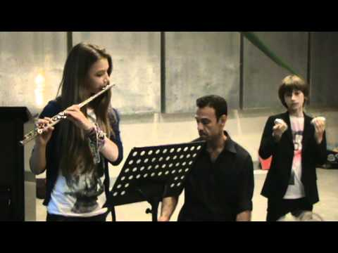Iara Perillo plays Brazilian Music on flute: Coco and Maracatu