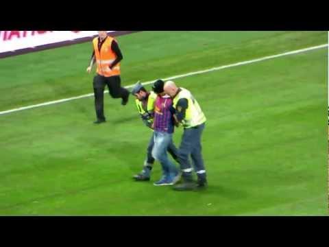 Pitch invader hugs Messi - Sweden Friends Arena