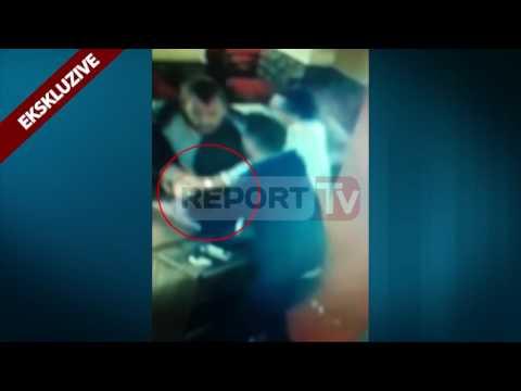 Report TV - Shkodër, sherr masiv mes disa të rinjve, i heqin armën nga dora