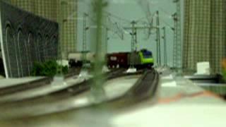 Europe Rail  Modelleisenbahn HO BLS- Cargo Re485 Ausweichbahnhof  ausweichen. InterCity zug ➀