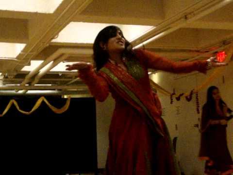 Mehendi Lagaoongi Main - Ishita's Dance