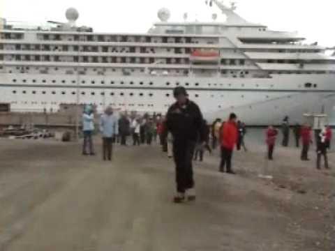 cruise tourists