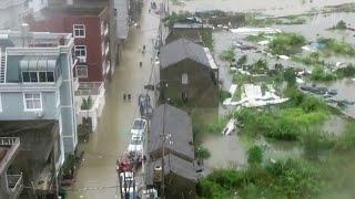 На Китай обрушился тайфун.
